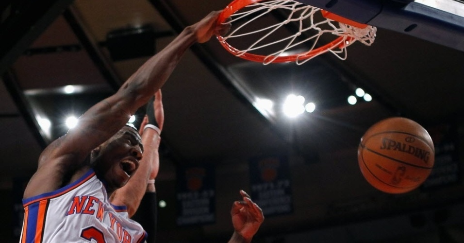 Iman Shumpert, do New York Kncicks, comemora enterrada contra os Bulls