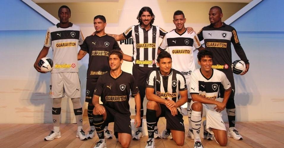 Jogadores do Botafogo participam de lançamento de novos uniformes em evento em General Severiano (09/04/2012)