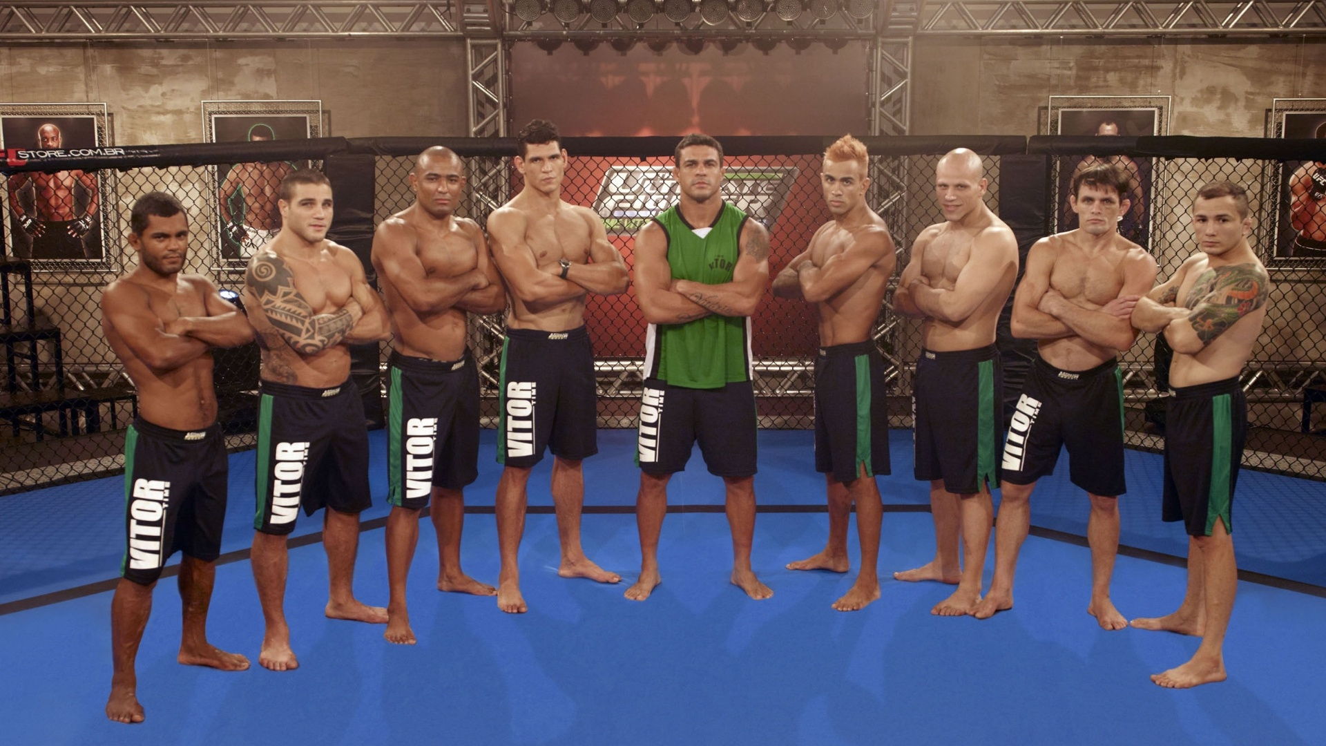Time de Vitor Belfort se perfila para a foto, na disputa do TUF Brasil