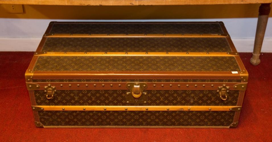 10.abr.2012 - Baú da manufatura Louis Vuitton que pertencia a Clodovil. A peça será leiloada nesta quinta-feira (12) e tem lance livre