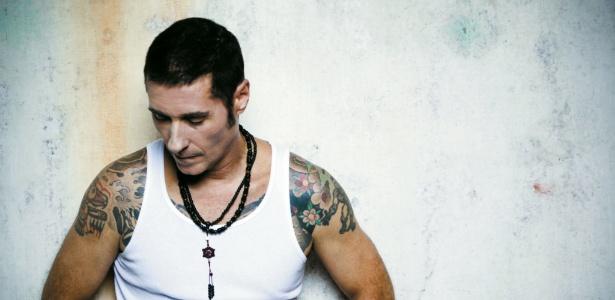 Dinho Ouro Preto lan�a Black Heart, seu terceiro �lbum solo (10/4/2012)