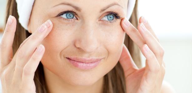 Segundo especialistas ouvidos por UOL Mulher, o ácido retinoico continua sendo o principal tratamento tópico para combater os sinais do envelhecimento da pele
