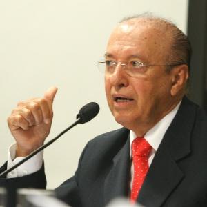 O senador Antônio Carlos Valadares (PSB-SE) é o mais velho do Conselho de Ética do Senado
