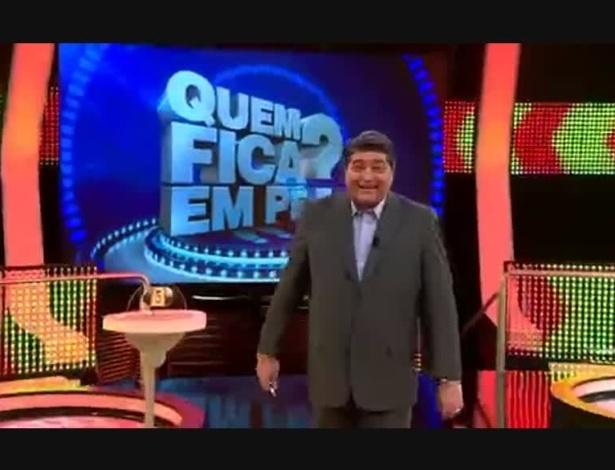 """Datena estreou nesta segunda-feira como apresentador de um game show, """"Quem Fica em Pé?"""""""