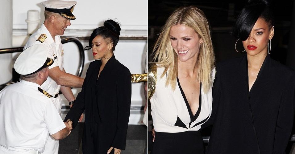 Rihanna cumprimenta comandantes de barco ao chegar, junto com a atriz Brooklin Decker, para a estreia do filme