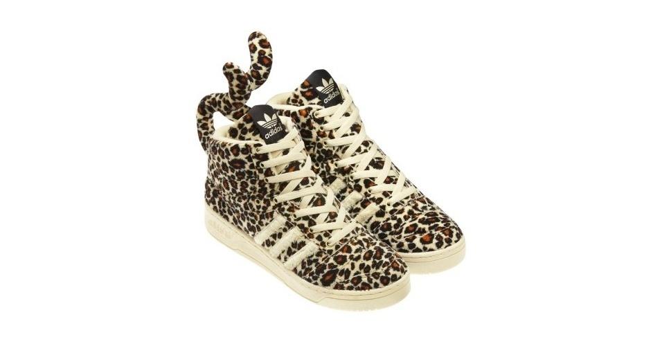 Tênis com estampa de leopardo e rabo; R$ 399,90, na Adidas (Tel.: 11 3081-4171)