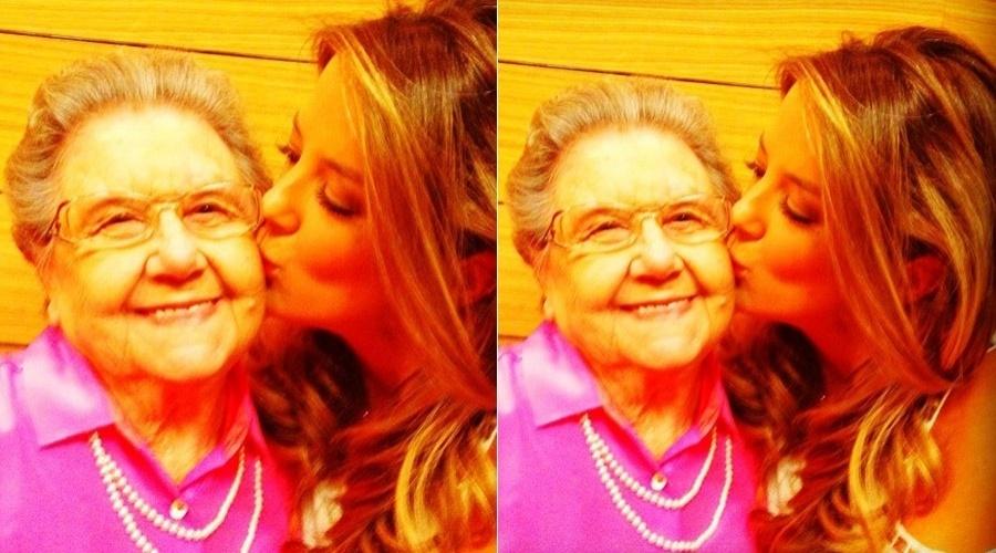 Ticiane Pinheiro dá um beijo em Palmirinha (10/4/2012)