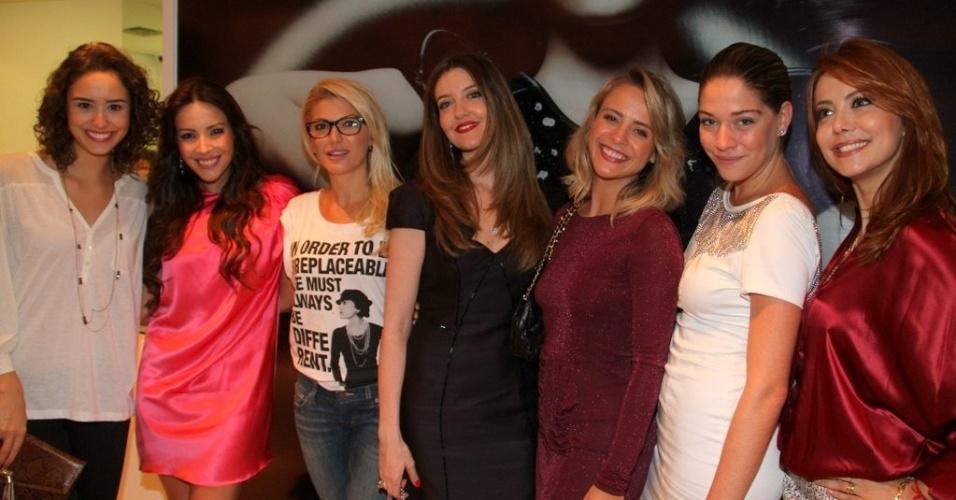 Amanda Richter, Antonia Fontenelle, Larissa Maciel e Juliana Silveira prestigiam a reinaguração de loja em shopping da zona sul do Rio (11/4/2012)