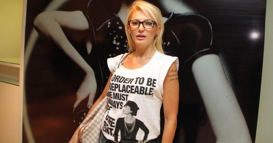 Antonia Fontenelle prestigia a reinaguração de loja em shopping da zona sul do Rio (11/4/2012)