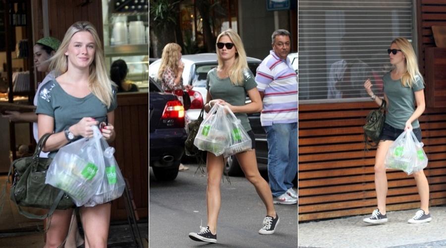 Fiorella Mattheis compra comida em restaurante do Leblon, zona sul do Rio (11/4/2012)