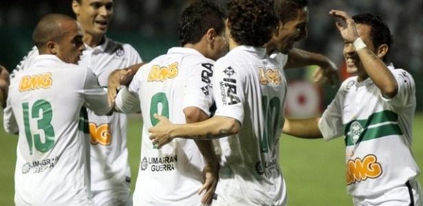 Jogadores do Coritiba comemoram gol contra o ASA (11/04/2012)