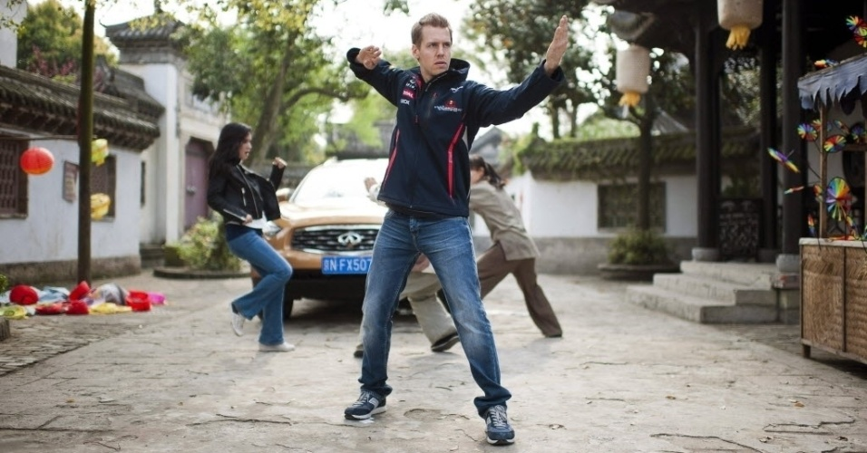 "Sebastian Vettel participa das gravações do curta-metragem ""Kung Fu Vettel: Drive Of The Dragon"" antes do GP da China em Xangai"