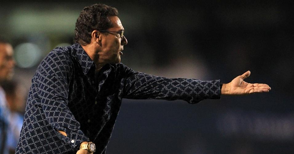 Técnico Vanderlei Luxemburgo comanda o Grêmio contra o Ipatinga pela Copa do Brasil (11/04/2012)