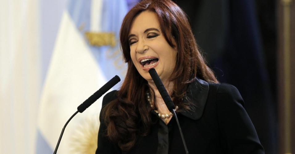 A presidente da Argentina, Cristina Kirshner, durante ato na Casa Rosada, na capital Buenos Aires. O governo argentino prepara o envio de um projeto de lei ao Congresso para tomar o controle da petrolífera YPF, controlada pela espanhola Repsol, informou hoje o diário argentino Clarín.