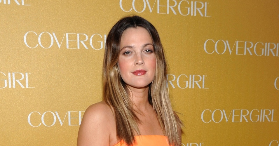 Atriz Drew Barrymore na festa da &#34;Covergirl&#34; em Los Angeles