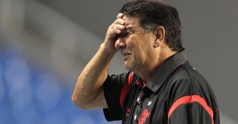 Joel Santana lamenta a eliminação do Flamengo na primeira fase da Libertadores (12/04/12)
