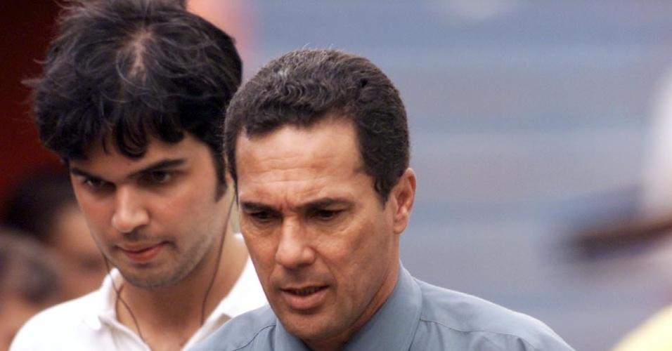 Luxemburgo deixa gramado após empate entre Palmeiras e Portuguesa em São José do Rio Preto (17/03/2002)