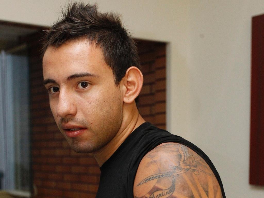 Marcelo Cañete mostra a tatuagem em homenagem a sua filha de sete meses