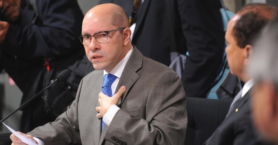 Senador Demóstenes Torres (sem partido-GO) comparece nesta quinta-feira (12) à sessão no Conselho de Ética do Senado, marcada para sortear o relator do caso que o investiga