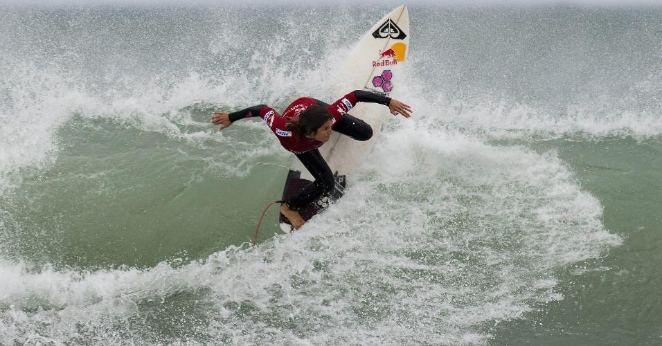 Surfista peruana Sofia Mulanovich no festival de surf TSB Bank Nova Zelândia