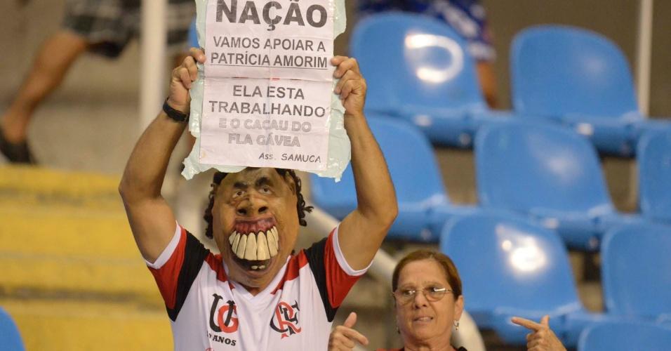 Torcedor do Flamengo pede apoio à presidente Patrícia Amorim antes jogo contra o Lanús (12/04/12)