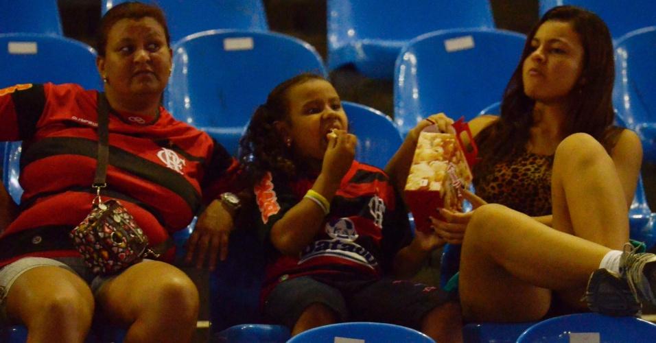 Torcedores do Flamengo comparecem ao Engenhão para o jogo contra o Lanús (12/04/12)