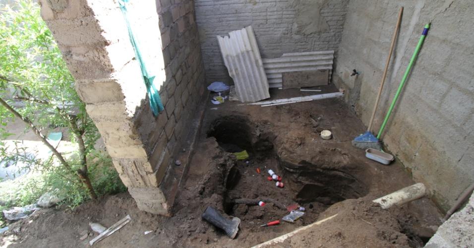 Cômodo da casa onde o casal Jorge Negromonte, 50 anos, e Isabel Cristina, 51 anos, além da cúmplice Jéssica Camila, 22 anos, teria assassinado ao menos duas mulheres, em Garanhuns (PE). A filha de cinco anos de Jorge e Jéssica foi quem ajudou a polícia a encontrar os cadáveres, enterrados no quintal da casa