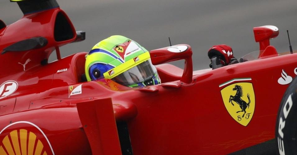Felipe Massa pilota Ferrari durante os treinos livres para o GP da China; brasileiro terminou o dia em 17º