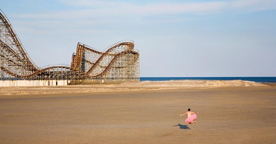 Fotógrafo americano faz autorretratos vestido de 'bailarina'