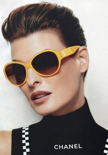 Linda Evangelista na campanha de óculos da Chanel para o Verão 2012