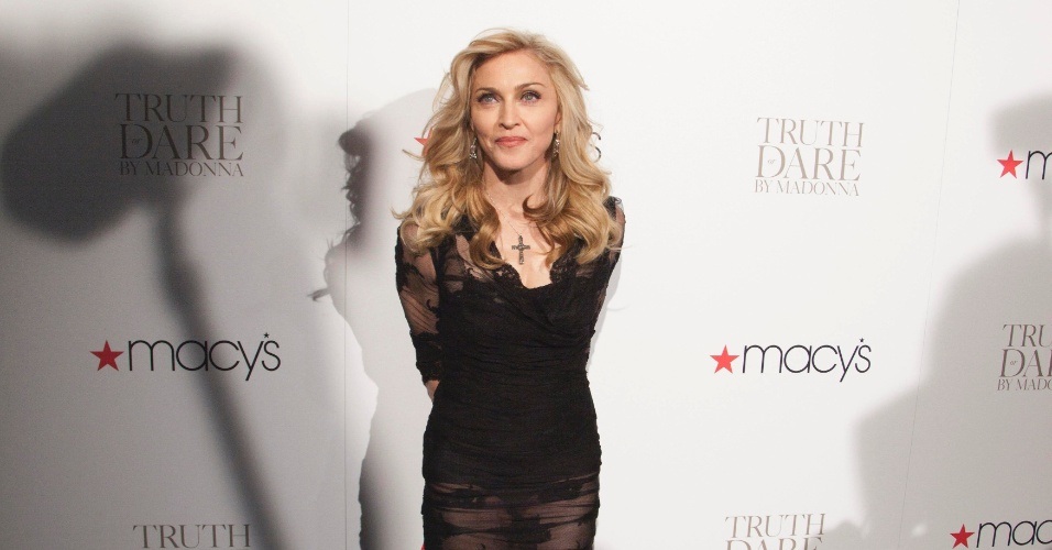 Madonna lan&#231;a novo perfume, &#34;Truth or Dare by Madonna&#34;, na Macy&#39;s, em Nova York, nos Estados Unidos