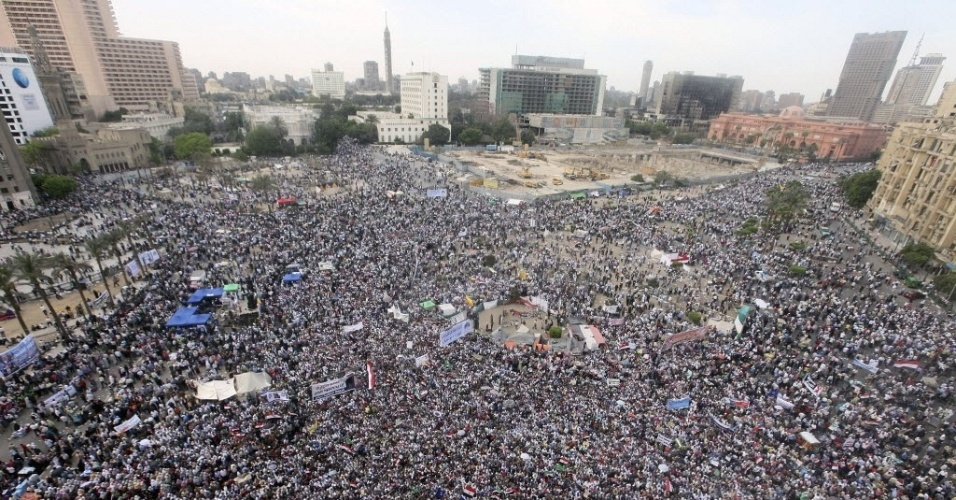 Manifestantes na Pra&#231;a Tahrir protestam na capital, Cairo, contra candidatos &#224; presid&#234;ncia do Egito ligados ao regime do ex-ditador do pa&#237;s, Hosni Mubarak