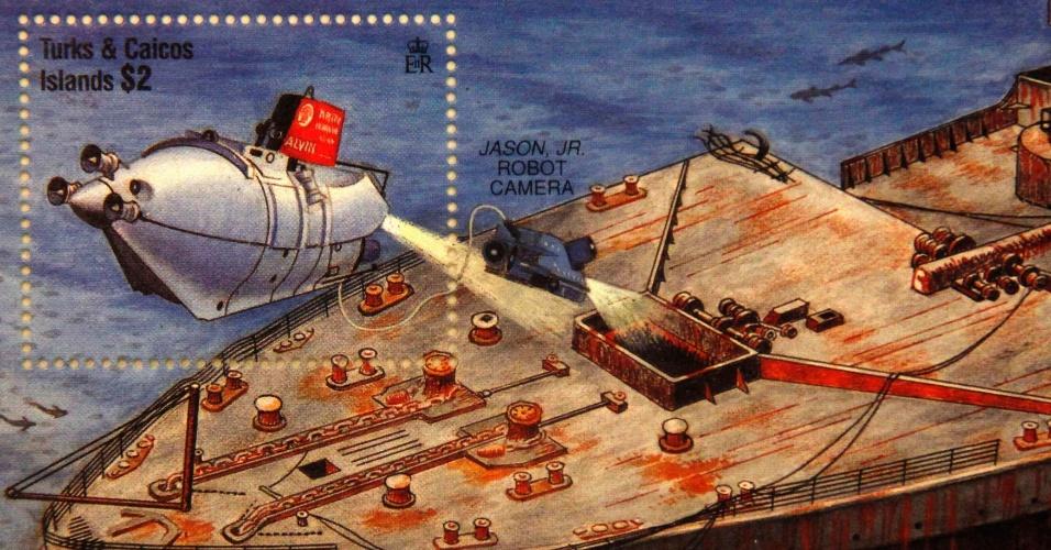 Selo comemorativo das Ilhas Turks e Caicos traz ilustração do Titanic naufragado. O artigo pertence à coleção de Kenneth Mascarenhas, um dos passageiros do cruzeiro memorial que refaz o trajeto do navio histórico