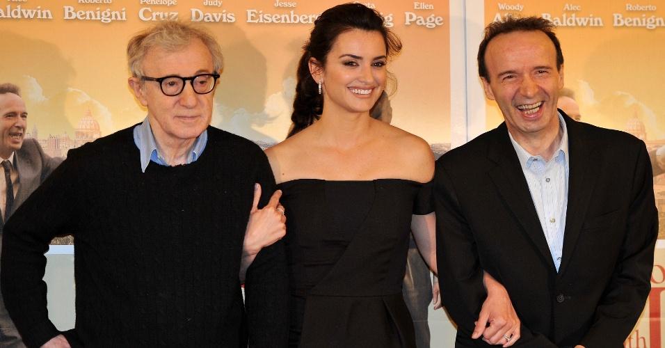 Woody Allen, Penélope Cruz e o ator italiano Roberto Benigni durante a pré-estreia do filme