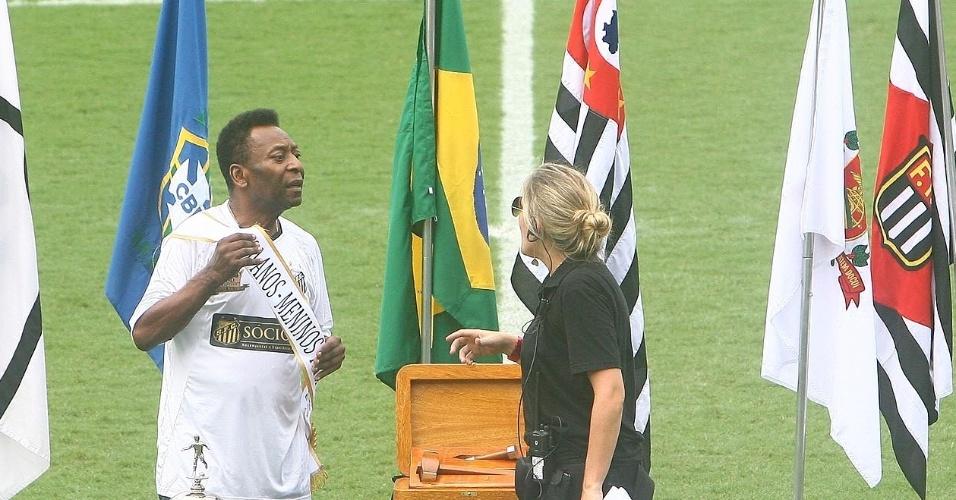 Pelé foi a principal estrela da festa do centenário do Santos na Vila Belmiro (14/04/2012)