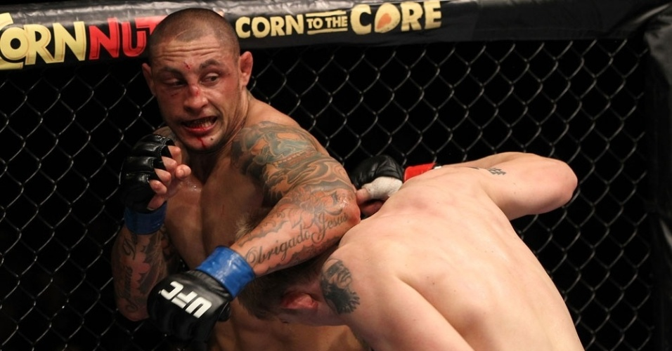 Thiago Silva se empenhou no combate contra Alexander Gustafsson, mas no resistiu ao sueco empurrado pela torcida 