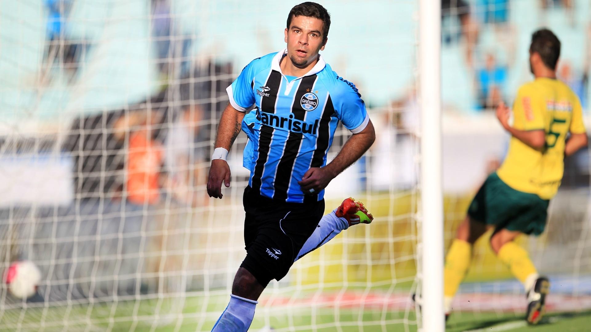 André Lima toca para o fundo das redes e faz Grêmio 2 a 0 no Ypiranga