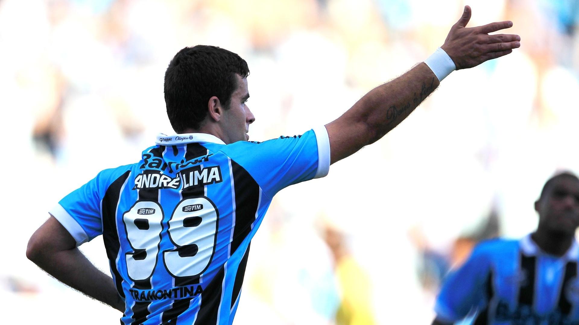 Atacante do Grêmio, André Lima tem seu nome cantado pela torcida no Olímpico