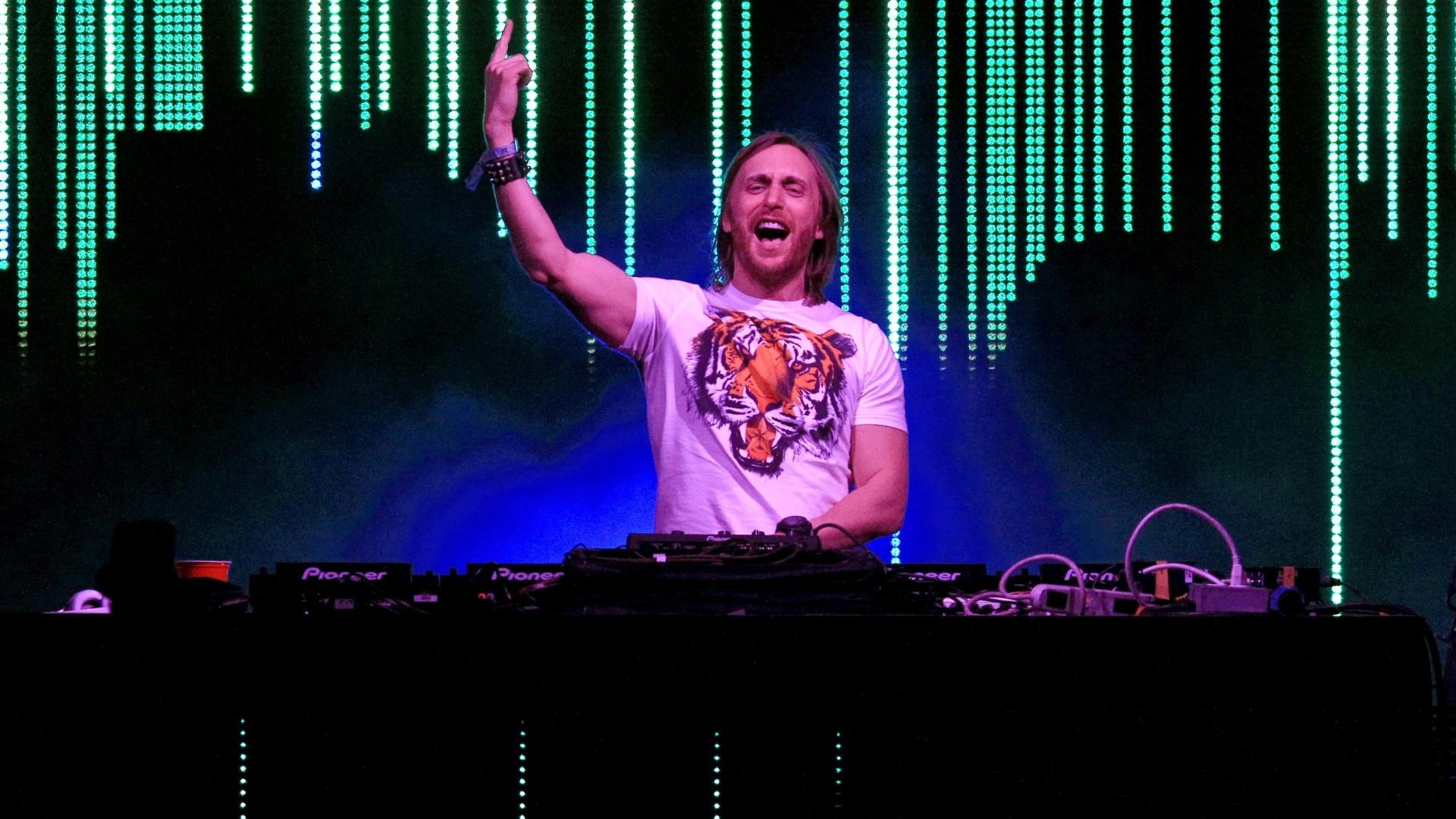 David Guetta se apresenta no segundo dia do festival Coachella, em Indio, Califórnia (14/4/12)