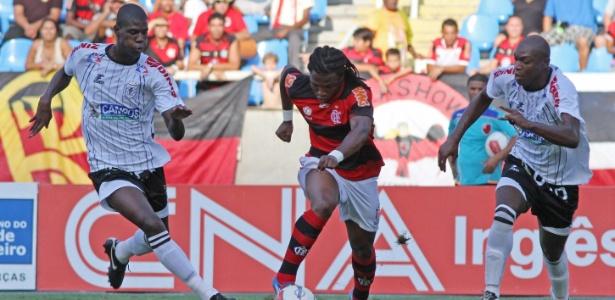 Diego Maurício, do Flamengo, está fora da lista de relacionados para jogo deste sábado