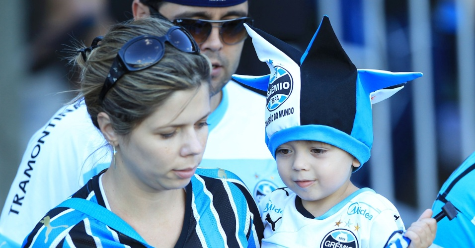 Fam&#237;lia gremista aguarda in&#237;cio de jogo entre Gr&#234;mio e Ypiranga, pelo Campeonato Ga&#250;cho