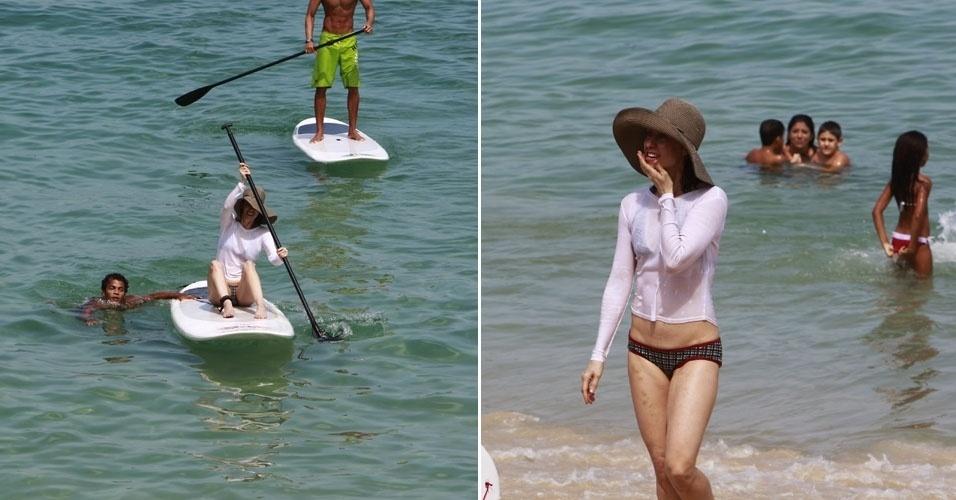 Fernanda Torres faz aula de surf na praia do Arpoador, no Rio de Janeiro (15/4/12)