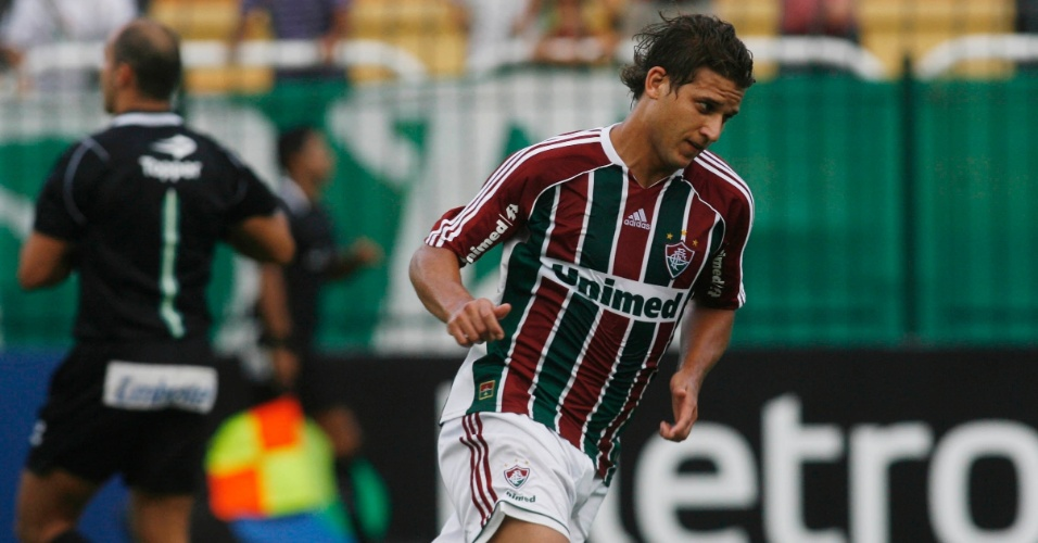 Rafael Moura, do Fluminense, comemora ap&#243;s deixar sua marca contra o Olaria