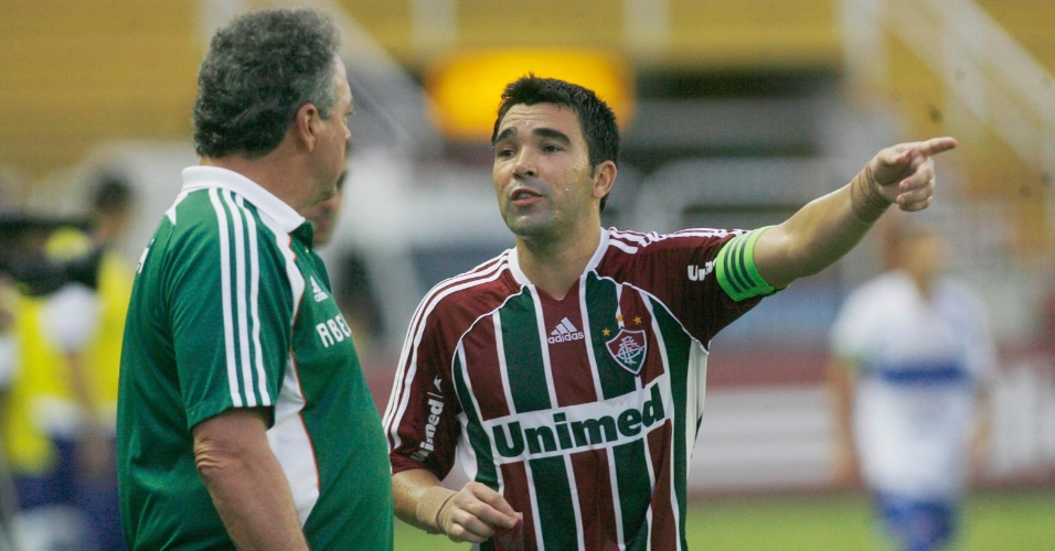 T&#233;cnico do Fluminense, Abel Braga orienta Deco durante jogo contra o Olaria