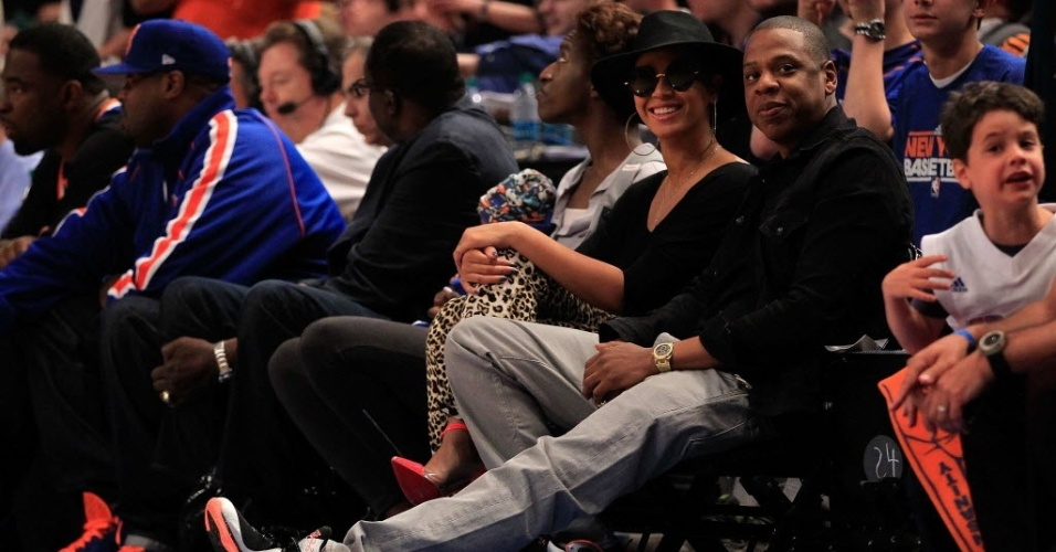 Beyonc (culos e chapu) e Jay-Z acompanharam de perto o show de LeBron James, do Miami Heat, contra o New York Knicks