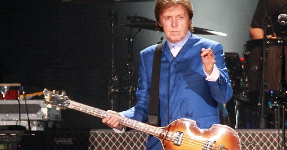 Ex-beatle Paul McCartney se apresenta em Montevidéu, no Uruguai (15/4/12)