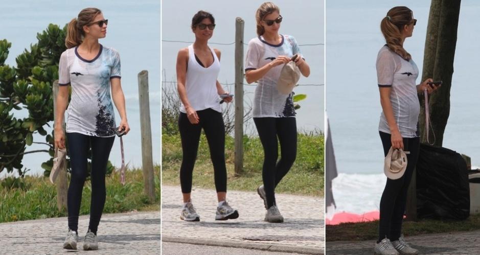 Grávida de três meses, Grazi Massafera fez uma caminhada pela orla da Barra da Tijuca usando calça legging preta, camiseta estampada, top, tênis de academia com meias pretas e óculos escuros (08/12/2011)