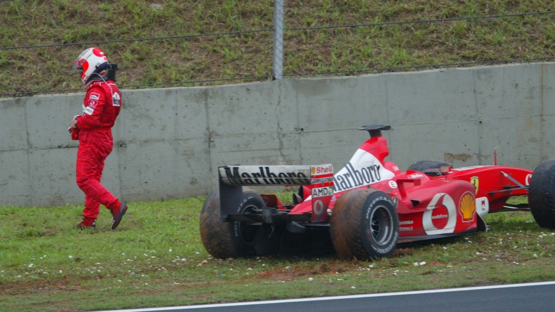 Na 47 volta do GP do Brasil de 2003, Rubens Barrichello teve de abandonar enquanto liderava por conta de uma pane seca em sua Ferrari. Ele nunca venceu em Interlagos