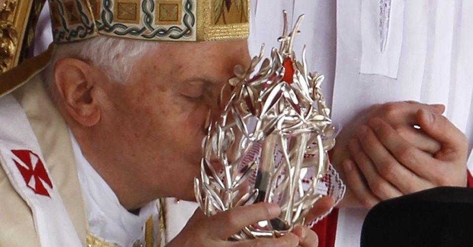 O papa Bento 16 proclamou beato seu antecessor, João Paulo 2º, em uma solene cerimônia realizada na praça de São Pedro, no Vaticano