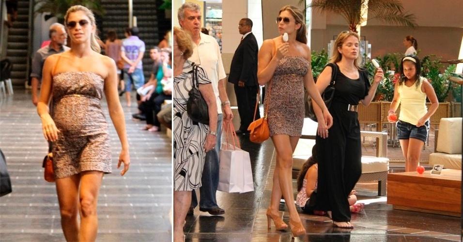 Para passear no shopping Fashion Mall, no Rio de Janeiro (RJ), Grazi Massafera escolheu um vestidinho tomara-que-caia estampado, de comprimento curto, sandália de salto grosso e bolsa tiracolo caramelo. Para arrematar o look, ela usou óculos com lentes degradê e cabelo preso (26/01/2012)